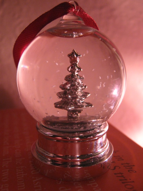 Christmas tree snow-globe